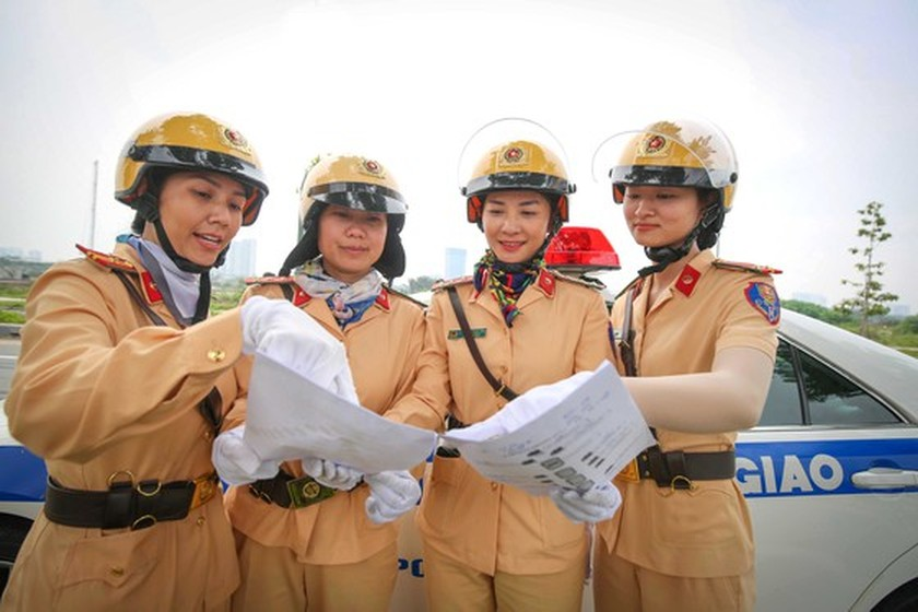 HCMC to first introduce traffic policewomen team on August 25 ảnh 4