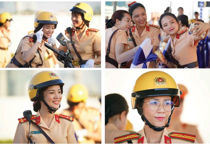 City's traffic policewomen team parades on street ảnh 6