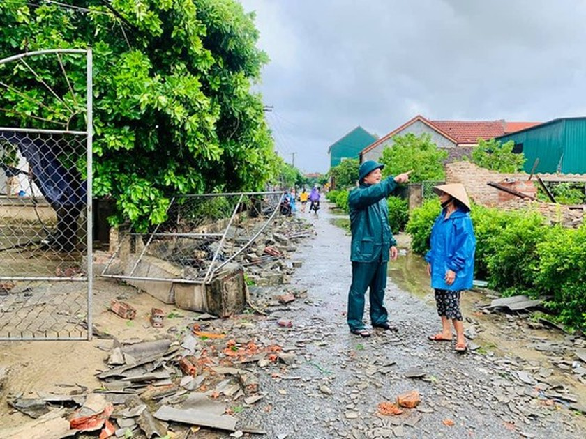Storm No.5 brings whirlwind, torrential downpour in some places  ảnh 6