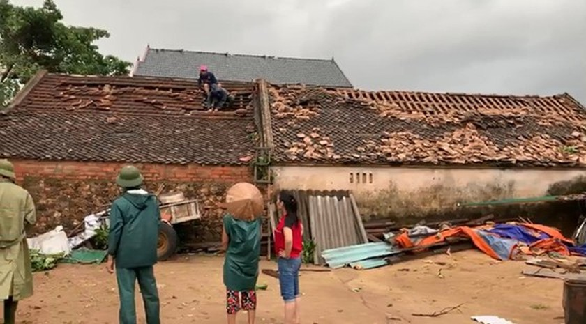 Storm No.5 brings whirlwind, torrential downpour in some places  ảnh 1