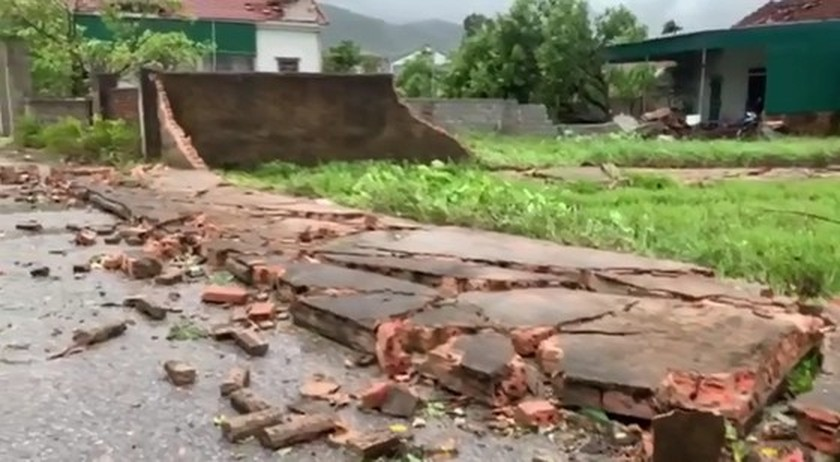 Storm No.5 brings whirlwind, torrential downpour in some places  ảnh 2