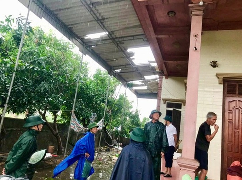 Storm No.5 brings whirlwind, torrential downpour in some places  ảnh 3