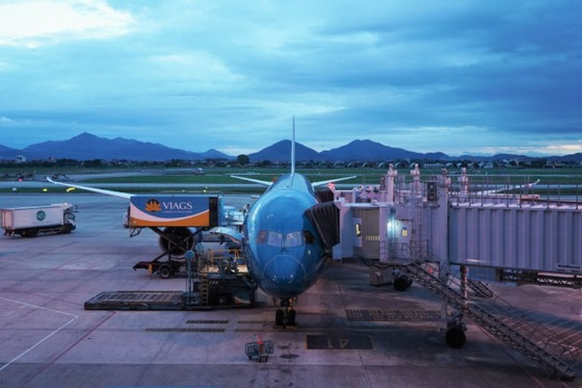Vietnam Airlines resumes commercial flight linking Hanoi and Tokyo  ảnh 2