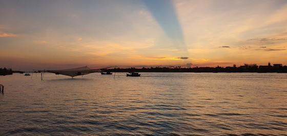 Nhat Le riverbanks glow after embellishment  ảnh 1