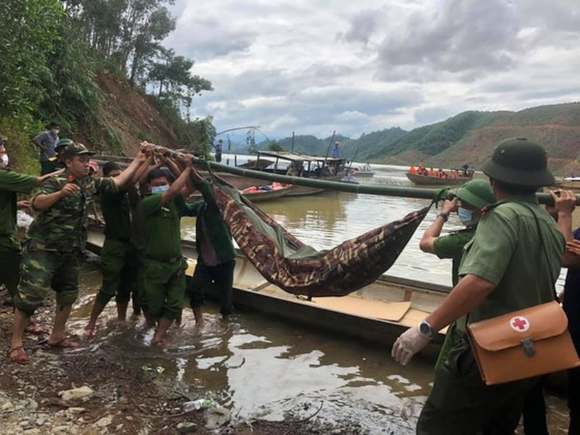 19 victims rescued from Rao Trang 4 hydropower plant ảnh 1