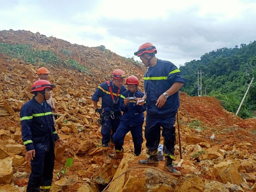 19 victims rescued from Rao Trang 4 hydropower plant ảnh 11