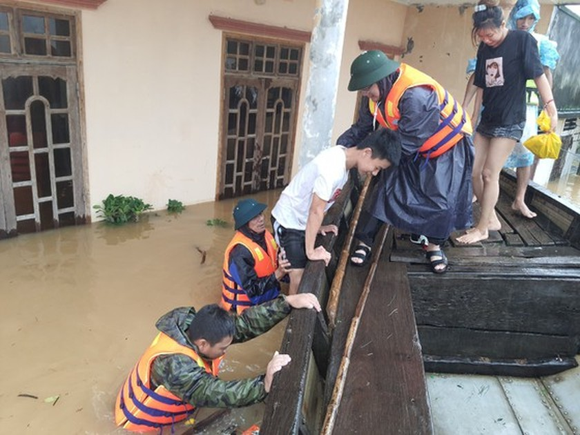 Floodwater inundates 100,000 houses in Quang Binh Province  ảnh 6