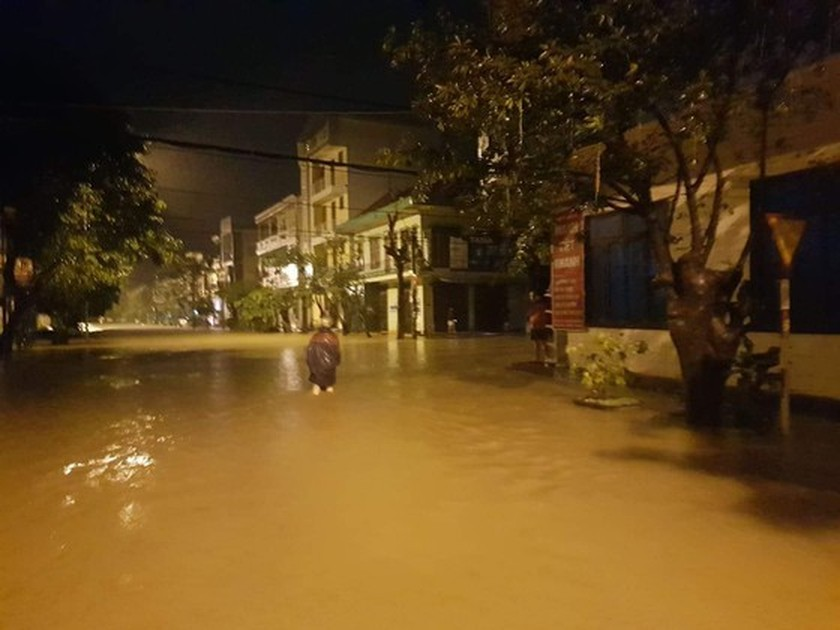 Floodwater inundates 100,000 houses in Quang Binh Province  ảnh 1