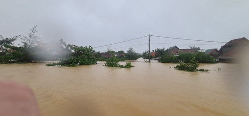 Quang Binh: 95,000 houses trapped under deep floodwater  ảnh 1