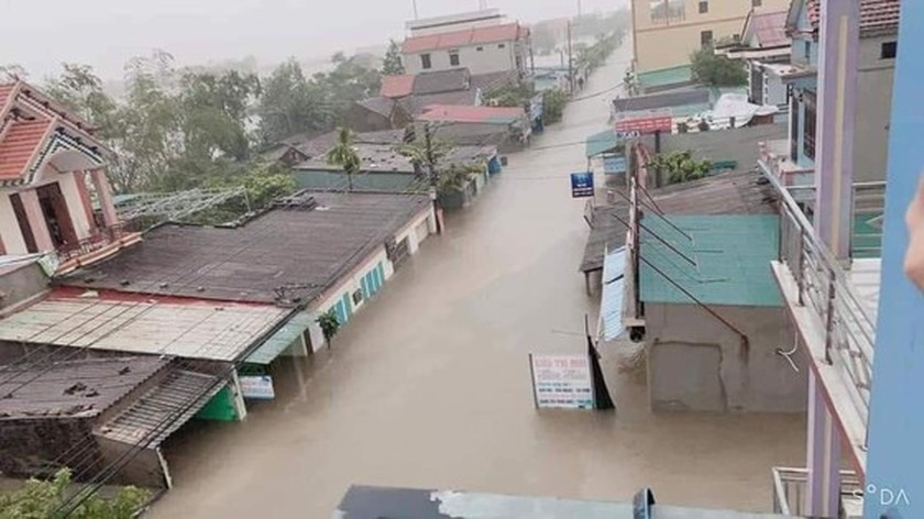Quang Binh: 95,000 houses trapped under deep floodwater  ảnh 7