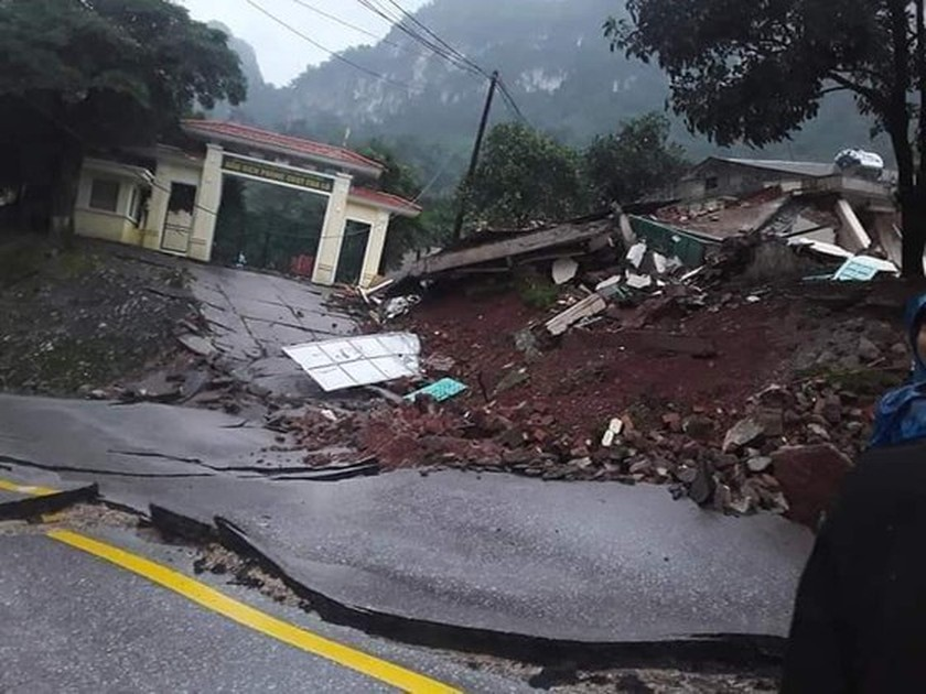 Cracked road surface, ripped fault lines struck Cha Lo Border Gate Economic Zone ảnh 3