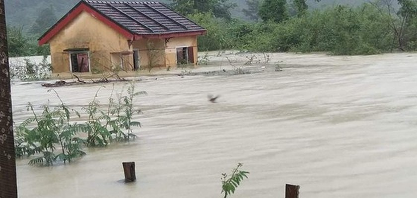 Quang Binh: 95,000 houses trapped under deep floodwater  ảnh 16