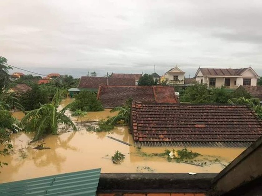 Quang Binh: 95,000 houses trapped under deep floodwater  ảnh 13