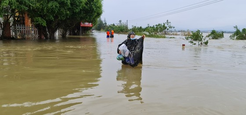 Flood dead toll rises to eight in Quang Binh Province ảnh 4