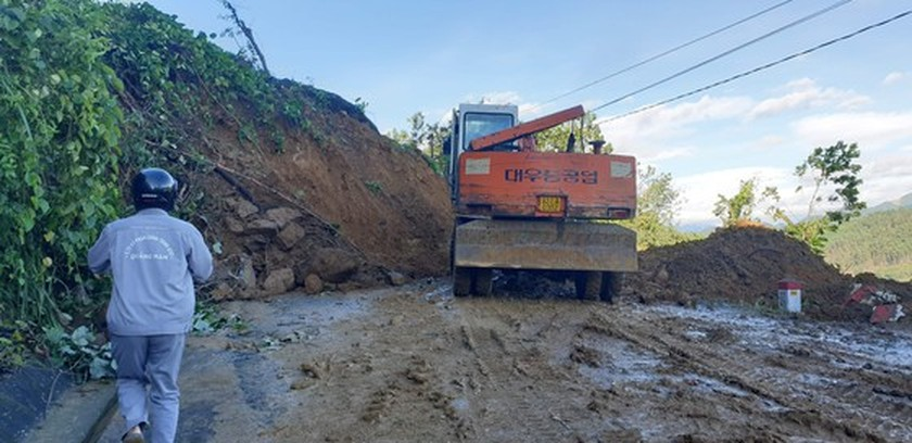 16 out of 53 victims found dead in Quang Nam landslides ảnh 1