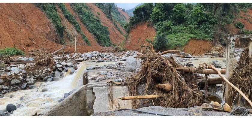 Phuoc Loc Commune chaos after storm, landside, flashflood ảnh 5