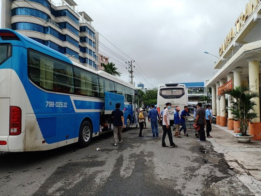 North-South railway route resumed after several hours of operation suspension  ảnh 1
