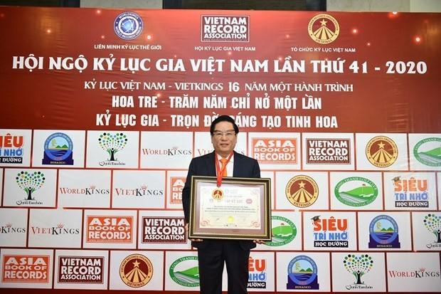 Biendong POC's flag-salute ceremonies set Guinness Vietnam record ảnh 2