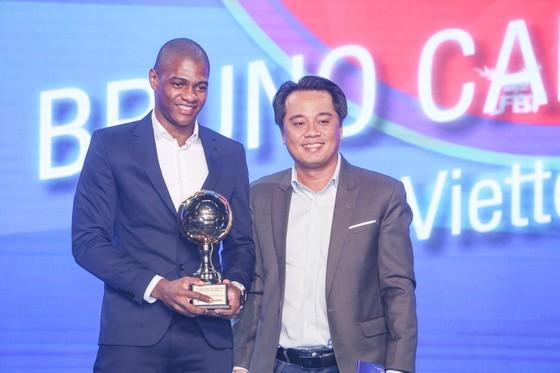 Nguyen Van Quyet (Hanoi FC) wins Men's Golden Ball Awards 2020  ảnh 14