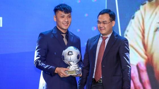 Nguyen Van Quyet (Hanoi FC) wins Men's Golden Ball Awards 2020  ảnh 15