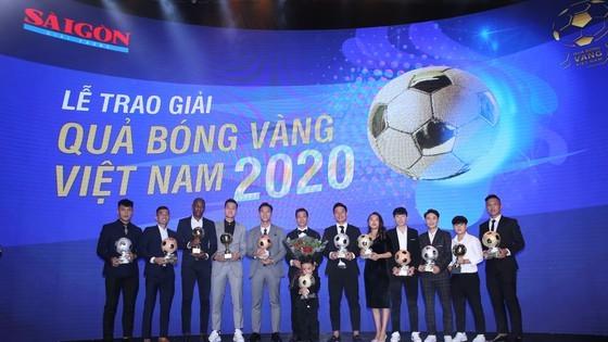 Nguyen Van Quyet (Hanoi FC) wins Men's Golden Ball Awards 2020  ảnh 1