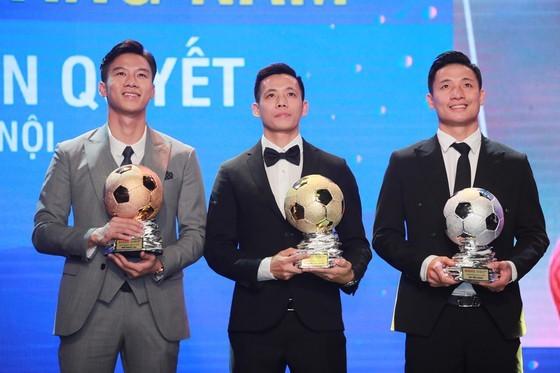 Nguyen Van Quyet (Hanoi FC) wins Men's Golden Ball Awards 2020  ảnh 11