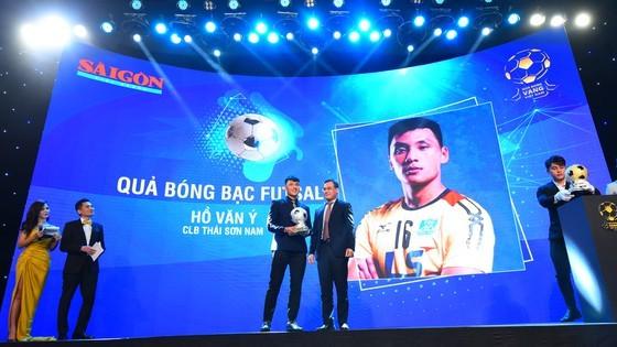 Nguyen Van Quyet (Hanoi FC) wins Men's Golden Ball Awards 2020  ảnh 9