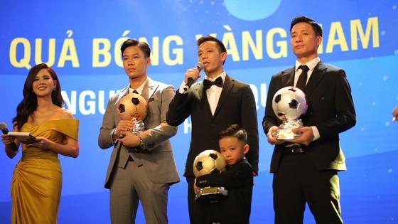 Nguyen Van Quyet (Hanoi FC) wins Men's Golden Ball Awards 2020  ảnh 4