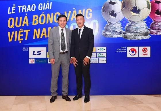 Nguyen Van Quyet (Hanoi FC) wins Men's Golden Ball Awards 2020  ảnh 2