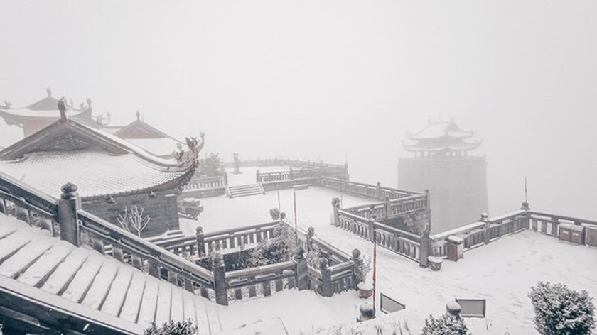 Snow, ice fully cover on top of Fansipan mountain ảnh 7