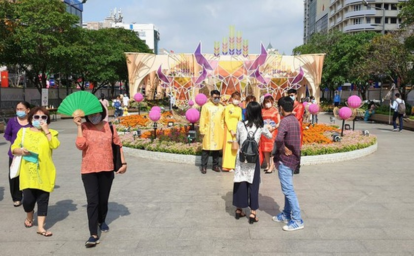 Nguyen Hue Flower Street 2021 opens one more day ảnh 2