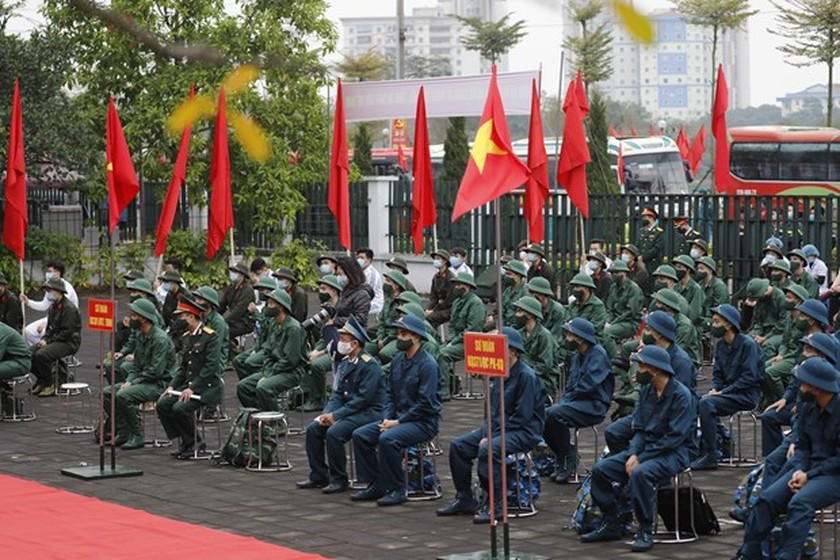 Young people set off for military service ảnh 1