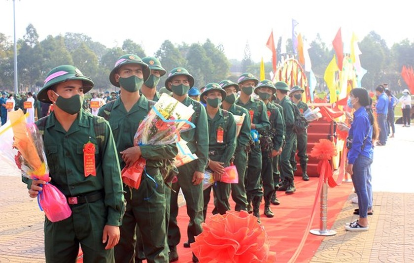 Young people set off for military service ảnh 2
