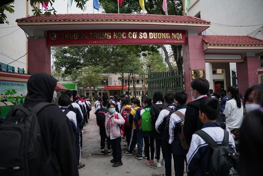 More than 2 million students come back to schools in Hanoi  ảnh 1
