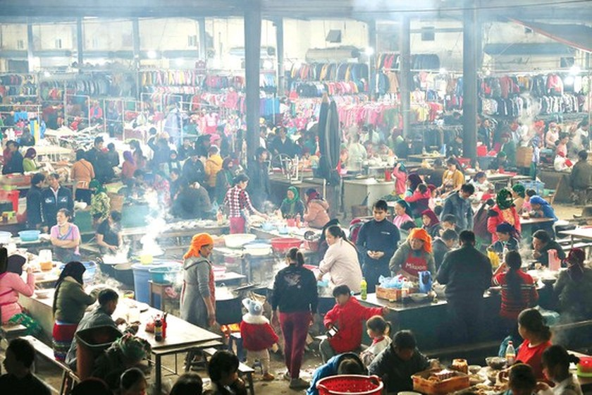 Meo Vac ethnic market becomes must-visit place in Ha Giang  ảnh 1