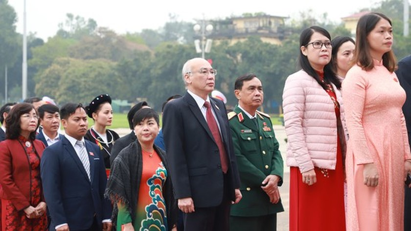 Party, State leaders visit President Ho Chi Minh's Mausoleum ảnh 1