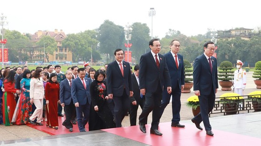 Party, State leaders visit President Ho Chi Minh's Mausoleum ảnh 2