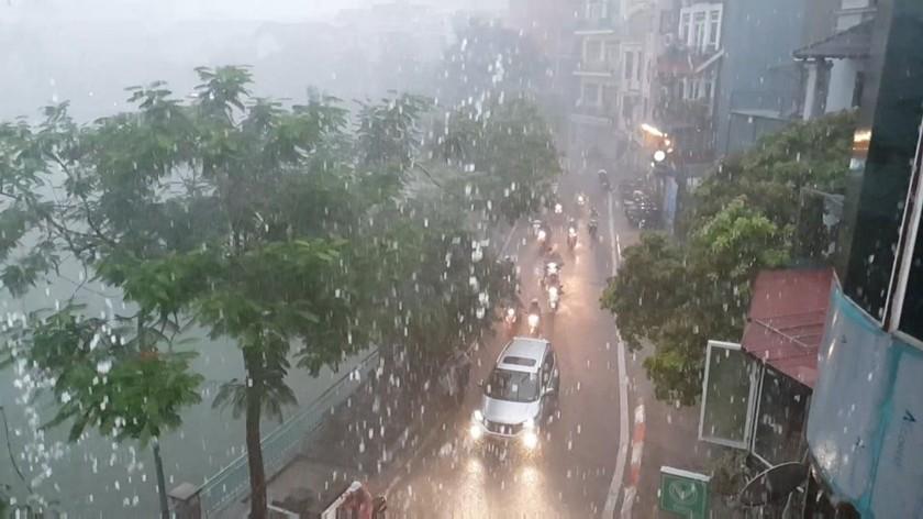 Southern region forecast to retain scorching daytime, rainy nighttime ảnh 1