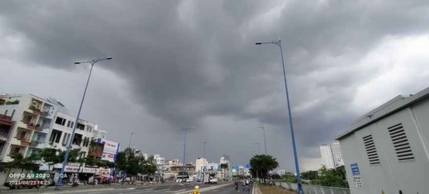 Downpours, blustery winds to hit whole country on holidays ảnh 1