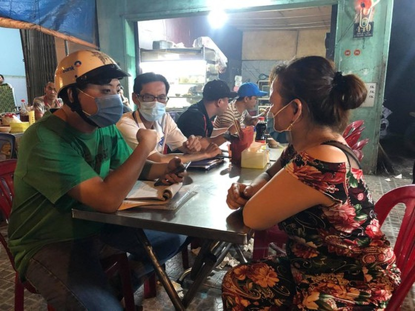 Functional forces fine people without facial masks at Thu Duc wholesale market ảnh 6