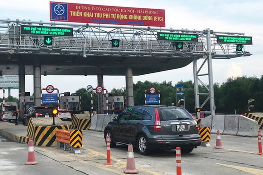 Toll revenue through BOT stations reduces over 40 percent from beginning of May ảnh 1