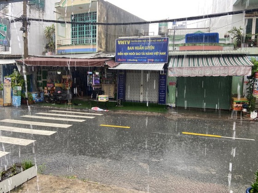 South braces for thundery showers due to storm Choi-Wan ảnh 1