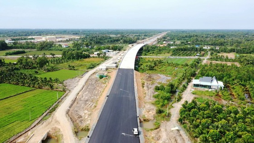 Raw materials, Covid-19 able to affect Trung Luong-My Thuan expressway project ảnh 1