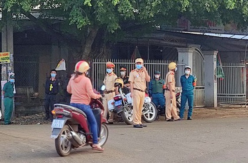 Over 18,000 workers off work after Dong Nai detects new Covid-19 cases ảnh 1