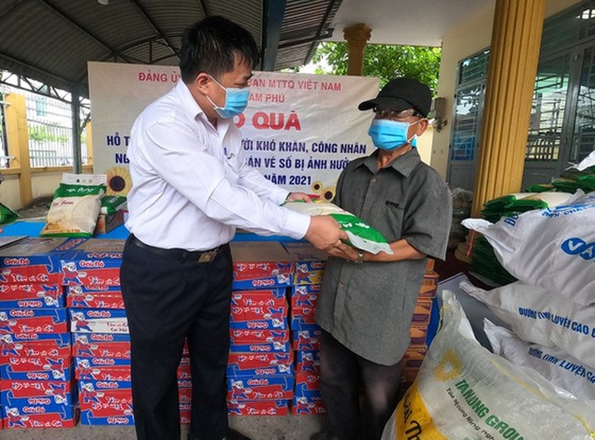 SGGP Newspaper continues to provide 10 tons of rice to Covid-19 hit people  ảnh 1