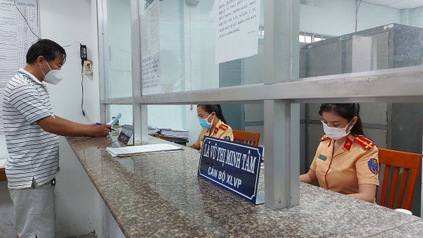 HCMC stops receiving documents of new car, motorcycle registration  ảnh 1