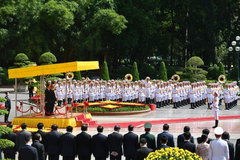 Party, State leader of Laos visits Vietnam ảnh 4
