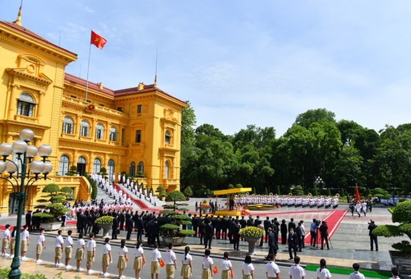 Party, State leader of Laos visits Vietnam ảnh 3