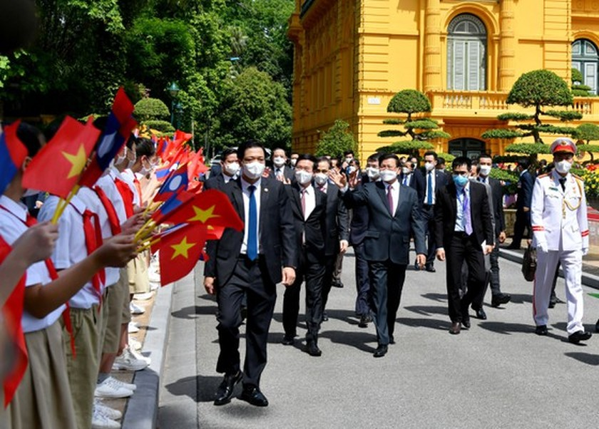 Party, State leader of Laos visits Vietnam ảnh 2