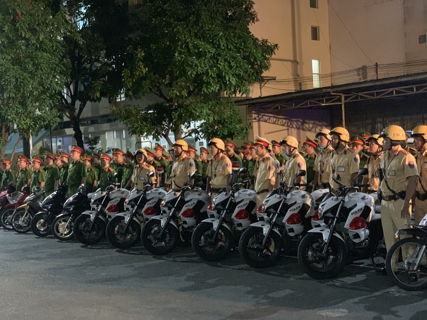HCMC Police launches patrols to strengthen Covid-19 prevention, control ảnh 1